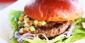 【石垣島美食】Hamburg Burger Shop きたうち牧場|必吃!石垣牛終極漢堡